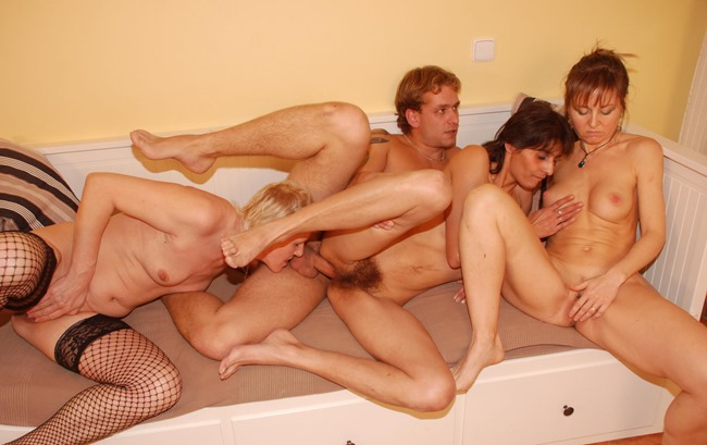 lady sex group kiss fuck